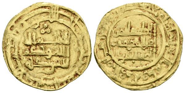 """173 - CALIFATO DE CORDOBA. Sulayman. (1º Reinado). Dinar. Al-Andalus. Sobre este ejemplar no hemos podido encontrar alguna referencia bibliográfica, presenta un anverso acuñado por Hisham II con fecha 381 H y un reverso correspondiente a Sulayman al que atribuímos este dinar hipotéticamente fechado en el 400 H. Su estilo epigráfico no parece determinar que sea una falsificación contemporánea, incluso el uso de ambos troqueles de manera simultánea podría indicar que no es una acuñación """"oficial"""". Conocemos otros ejemplos de imitaciones de monedas de plata, sobre todo de Hisham II (véase A. Vives, pag 392), pero ninguno de Sulayman. Vives No cita; Miles No cita. Au. 4,06g. MBC. Muy rara.<BR><BR>Ex. Roma Numismatics E-Live 3, 1049. 25/10/2018. - 600€"""