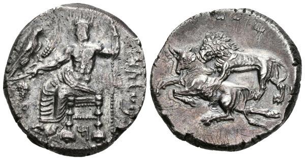 """17 - CILICIA, Tarsos. Estátera. 361-334 a.C. A/ Baaltars sedente a izquierda sosteniendo águila, espiga detrigo y racimo de uvas, cetro en la mano izquierda. Leyenda en arameo """"BLTRZ"""" (Baaltars). R/ León atacando a un toro a izquierda. Leyenda en arameo """"MZDI"""" (Mazaios). Casabonne series 2A; cf. SNG France 343. Ar. 10,81g. Bonito tono. MBC+/EBC-. - 250€"""