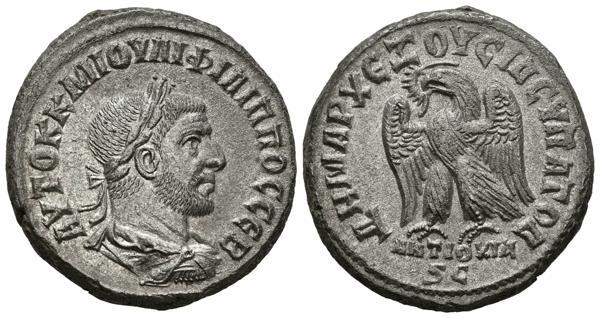 355 - FILIPO I. Tetradracma. (Ve. 12,33g/24mm). 244-249 d.C. Antioquía. (McAlee 935; Prieur 444). EBC. Conserva plateado original. - 100€