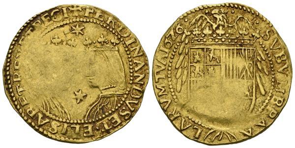 2357 - FELIPE IV (1621-1665). Trentí. (Au. 7,06g/30mm). 1626. Barcelona. (Cal-2019-1720). MBC+. Vanos de acuñación. Muy escasa.<BR><BR>La primera acuñación de un Trentín de oro se remonta al reinado de Felipe III y fue una moneda concebida para su circulación exclusivamente en Cataluña. Desde el primer momento siguió el patrón del conocido como Doblón de dos caras de los Reyes Católicos o Doble Ducado de la Pragmática de 1497. De hecho, ambas monedas son tan extremadamente parecidas que sólo por las facciones de los retratos, más o menos rígidas, más románicas o más renacentistas, podemos diferenciarlas entre sí. De la época de Felipe IV, podemos encontrar dos posibles variantes en los anversos: piezas con estrellas acuñadas, como la que nos ocupa, o bien con la marca B, que hace alusión directa a la ceca de Barcelona. Además la acuñación de 1626 coincide con la presencia del propio rey en las Cortes de Aragón, Valencia y Cataluña, condición sine qua non, que estos territorios impusieron al monarca para aprobar las reformas centralizadoras que Olivares pretendía llevar a cabo. - 750€