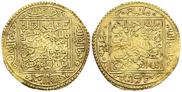 """651 - NAZARIES DE GRANADA. Muhammad IX (831-833H). Dobla (Au. 4,60g/32mm). Madinat Gharnata (Granada). (Vives 2178; Rodriguez Lorente 25). Variante con """"bismillah al-rahman wa al-rahim"""" en la 1ra línea de la IA. EBC-. No hay costancia de que se hayan subastados otros ejempares de este tipo en los últimos años. Muy rara.<BR><BR>Durante el gobierno de Muhammad IX, las relaciones, en unos primeros momentos, con Castilla se mantuvieron en buenos términos y, tras prorrogar la tregua que Muhammad VIII, el Pequeño, tenía hasta abril de 1421, Muhammad IX al Aysar firmó una nueva por tres años que, a cambio de unas parias de trece mil doblas de oro, aseguraba la paz hasta el 1424. Queda a nuestra imaginación pensar que una de esas doblas empleadas en la alianza pudiera ser esta que ofrecemos… Muhammad IX gobernó hasta en cuatro momentos o emiratos distintos entre 1419 y 1453 lo que dan buena prueba de lo inestable de la situación tanto a nivel interno del reino nazarí como externo. - 2.500€"""