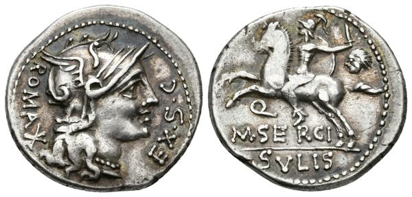 212 - M. SERGIUS SILUS. Denario. 116-115 a.C. Roma. A/ Busto de Roma a derecha, detrás signo de valor ROMA EX S C. R/ Guerrero cabalgando a izquierda con espada, escudo y cabeza cortada, debajo Q.  en exergo M SERGI, bajo linea SVLIS. Bab. 1; Craw. 286/1 var; Falta en Seaby y FFC. Ar. 3,92g. Preciosa pátina irisada. EBC-. Muy rara. - 120€